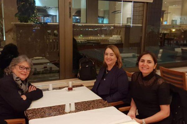 Leslie Dashew ile Gülden Türktan ve Emine Şahinkaya yemeği